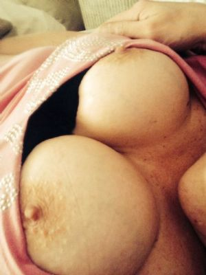 MILF & her partner seeking sex sessions with men & couples